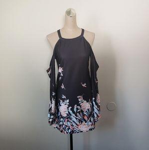 Cold shoulder dress M